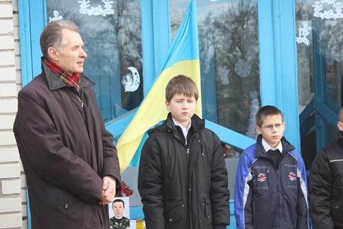 В Памятненской школе открыли мемориальную доску имени погибшего в зоне АТО земляка