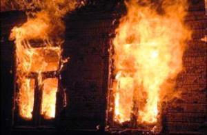 Чаплынские спасатели ночью тушили жилой дом