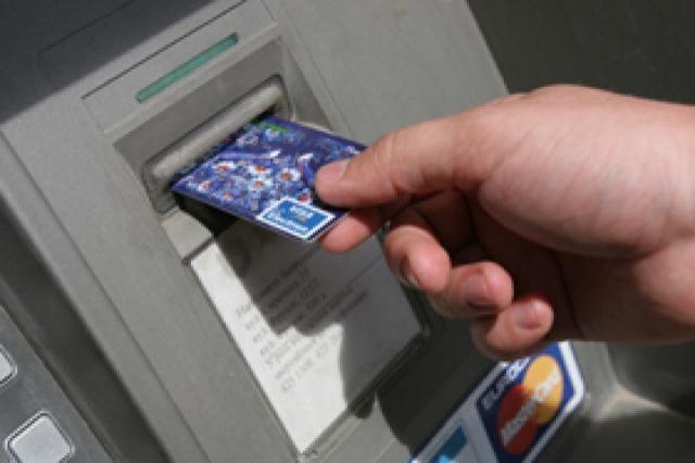 В Геническом райне у местного жителя несовершеннолетний отобрал банковскую карточку