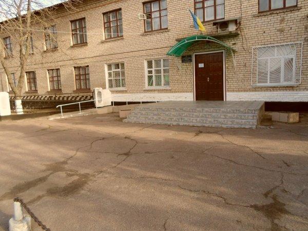 Директору фірми-підрядника, яка ремонтувала Голопристанську районну лікарню, повідомлено про підозру у вчиненні злочинів
