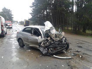 Смертельное ДТП под Олешками: пострадавших из разбитых авто доставали с помощью спасателей УГСЧС