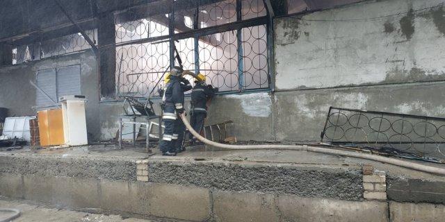 Подробиці пожежі на складі у Новій Каховці (ФОТО)