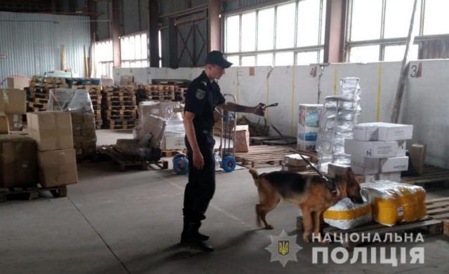 Полиция проверяет почтовые фирмы-перевозчики для недопущения попадания на Херсонщину оружия из зоны проведения ООС