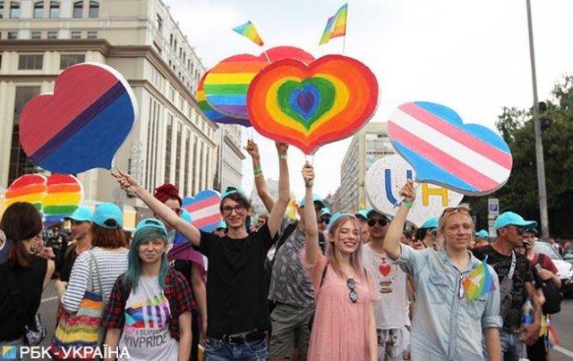 Геи и лесбиянки из Херсона прошлись своей колонной в «Марше равенства» в столице