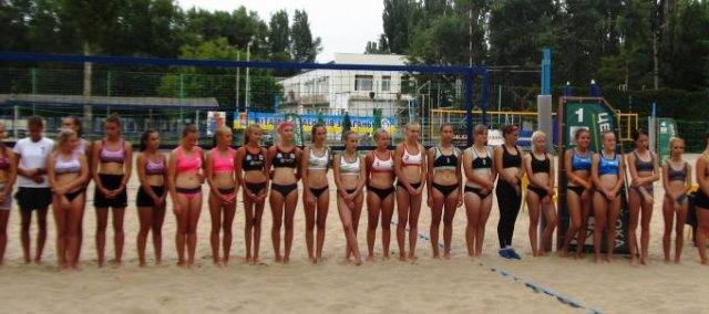 В Новой Каховке стартовал финальный тур чемпионата Украины по  пляжному волейболу среди юношей и девушек U-16