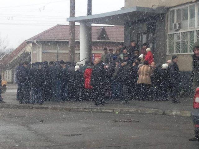 """""""Нас выкинули как собак"""": митинг на заводе карданных валов, реакция Юрия Гусева"""