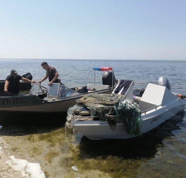 В Херсонской области задержаны браконьеры, которые вылавливали креветок из Черного моря