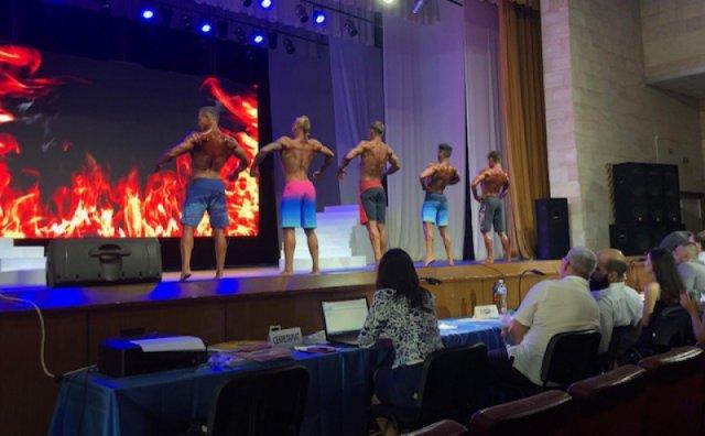 Впервые в Скадовске проходит турнир по бодибилдингу